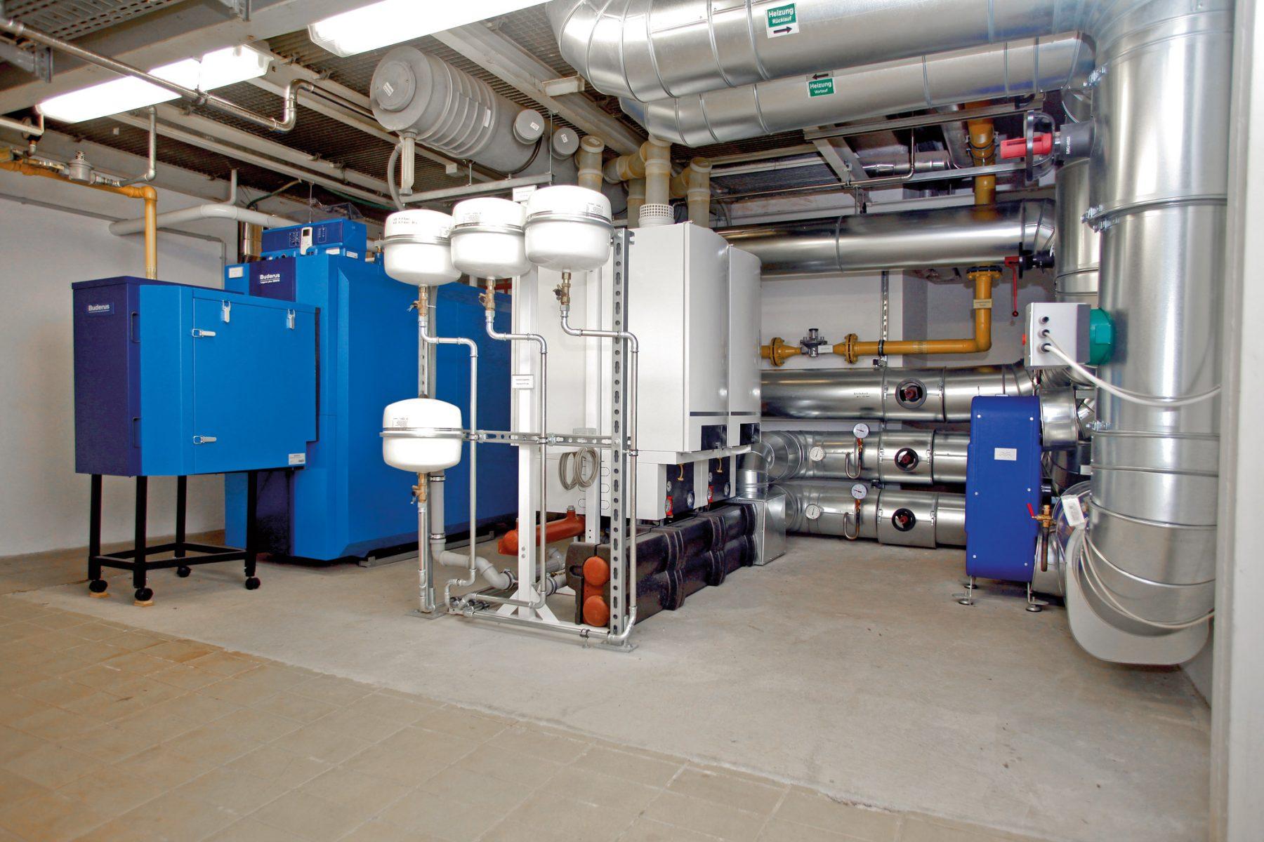Anlage des Hotel auf der Wartburg bestehend aus Gas-Brennwertkessel Logano plus SB615-400 und Kaskade aus 4 bzw. 6 Brennwertgeräten Logamax plus GB162-100