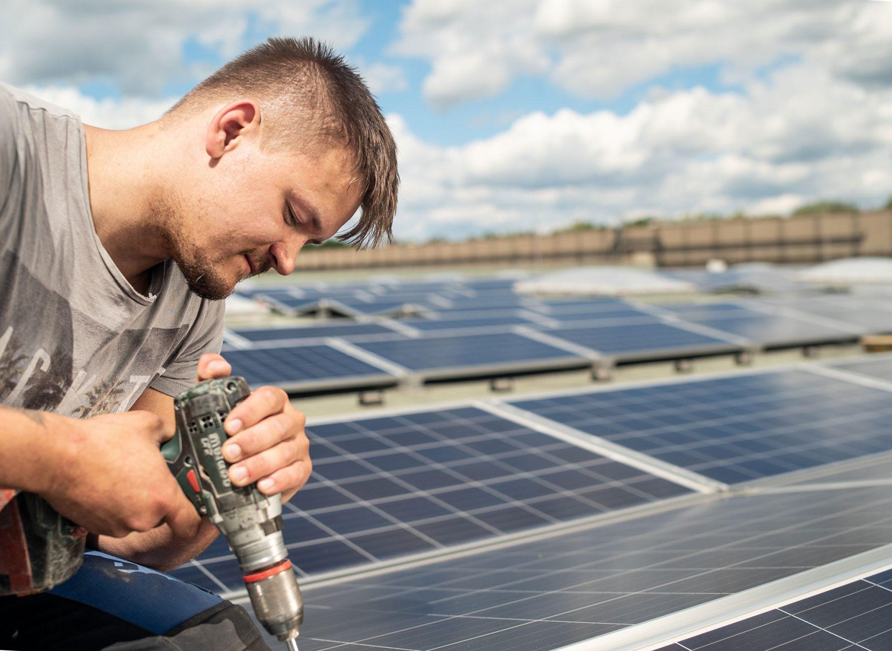 Montage einer Photovoltaik-Anlage
