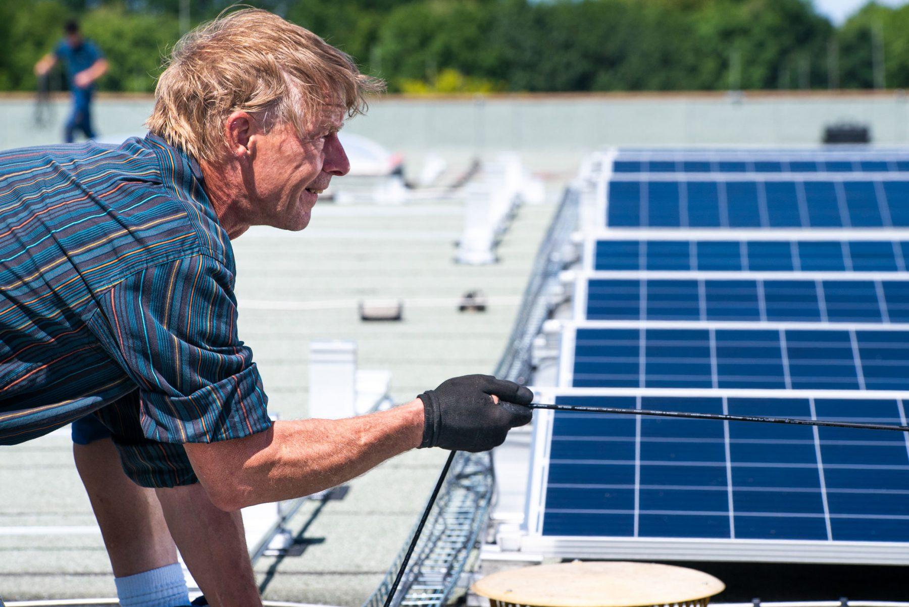 Kabelverlegung bei einer Photovoltaik-Anlage